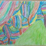Rysunek przedstawia kolorowe drzewa na górce.