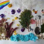 Praca plastyczna: przyklejone na kartkę ususzone rośliny, naklejki różnych zwierząt domowych, narysowana tęcza.