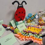 Wystawa owadów wykonanych z recyklingu m.in puszki, nakrętek, rolek papieru tj: biedronka, motyl, pszczoła.